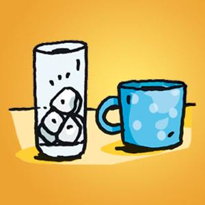 Tasse und Glas mit Eiswürfeln - kostenloser Zaubertrick für Kinder